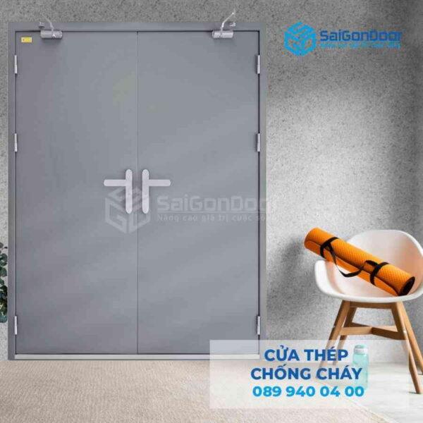Cua thep chong chay 2P dung 2 tay nam cua.jpg SGD TCC